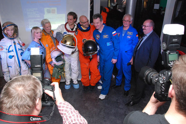 A space fashion show with cosmonaut Samokutyajew in honour of the 20th anniversary of the Mittweida Space Museum