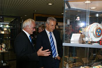 "Stanislaw Tillich visits the exhibition ""40 years moon landing"" in Mittweida"