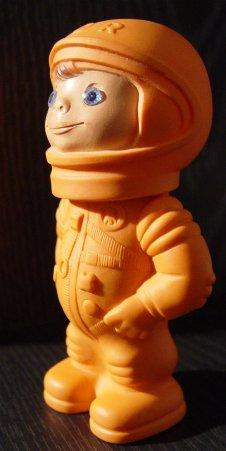 Kleiner Spielzeug-Kosmonaut aus der ehemaligen DDR
